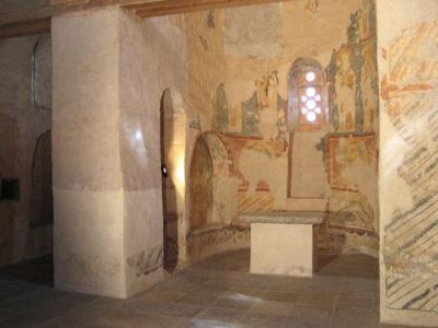 Рис 2. Вид сохранившихся фресок в нижней части Храма